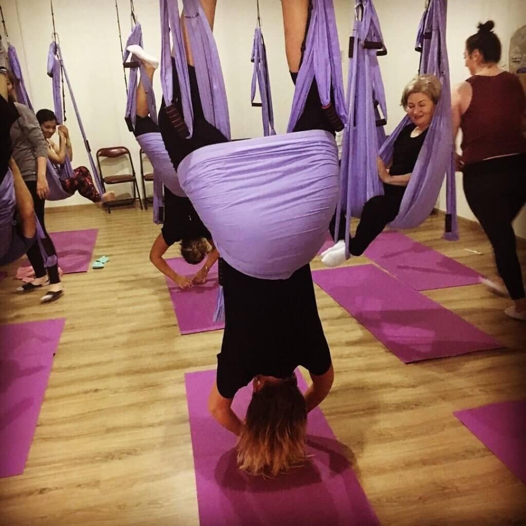 Фитнес клуб йога в гамаках